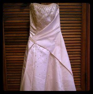 Maggie Sottero **RARE**  trunk sale wedding gown
